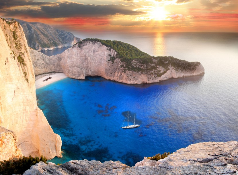 Luxury yacht charters Greece. Crewed yacht charters in greek islands.