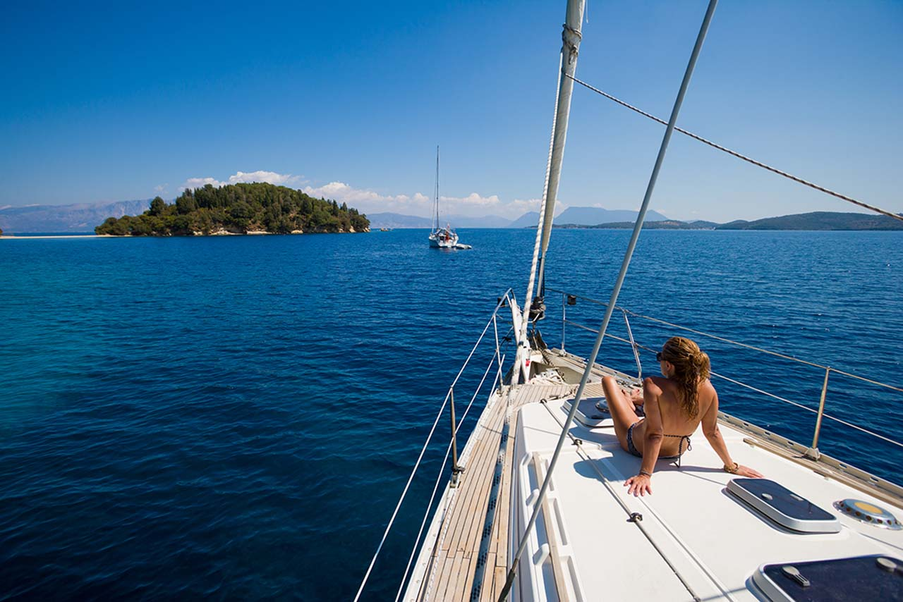 Luxury crewed yacht charters in Greece. Private sailing in greek islands. Sailing holidays, yacht rental in Mykonos, Santorini etc. Yacht charters Greece.